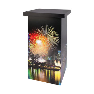 """Промо маса """"Honeycomb Tower"""" от рециклируем картон"""