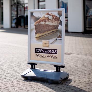 """Тротоарна рекламна табела със защита срещу дъжд """"Seal"""", профил 44 мм, в сребрист/сив цвят"""